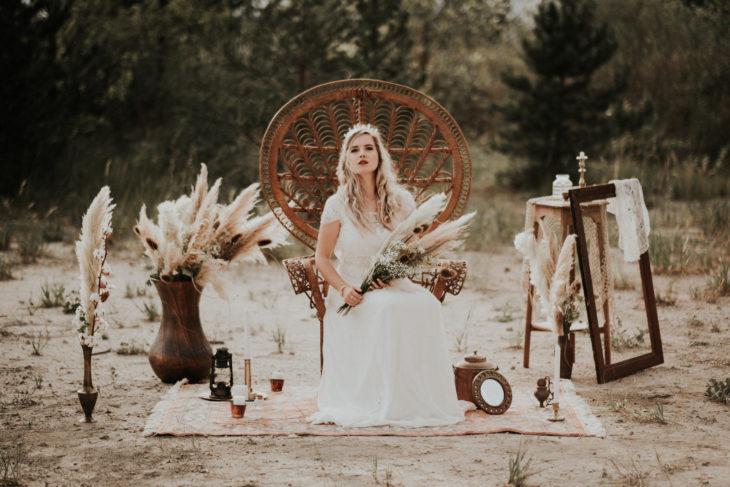 Shooting inspiration mariage bohème d'été avec une mariée bohème. Bel Esprit Photographie - https://belesprit.fr